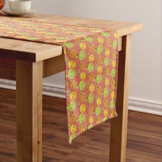 Naranja, limón y cal preciosos lindos del dibujo camino de mesa