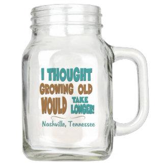Nashville que crece vieja toma un tarro de albañil