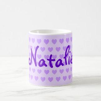 Natalie en púrpura taza de café