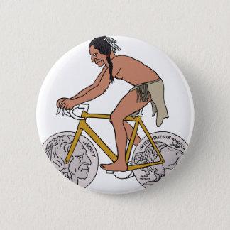 Nativo americano en la bici con la rueda de la chapa redonda de 5 cm