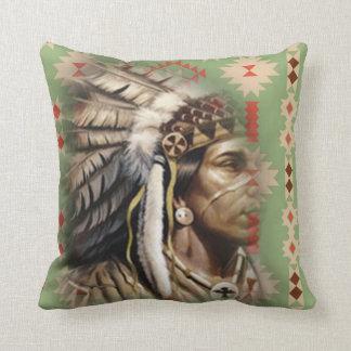 Nativo americano valiente cojín decorativo