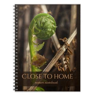Naturaleza maravillosa cerca del descubrimiento cuaderno