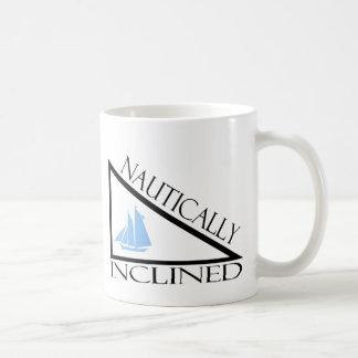 Náutico inclinado taza de café