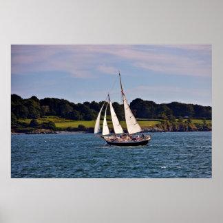 Navegando en Newport, Rhode Island, los E.E.U.U. Poster