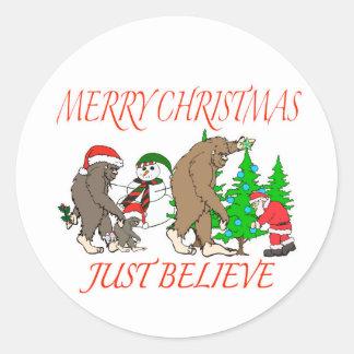 Navidad 2 de la familia de Bigfoot Pegatina Redonda