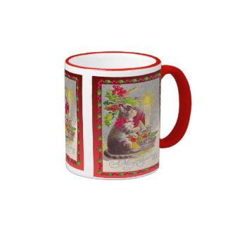 Navidad del vintage, gato entre decoraciones taza de café