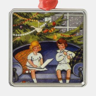 Navidad del vintage, niños que se sientan en un adorno de cerámica