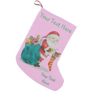 Navidad lindo del padre con los juguetes y los calcetín navideño pequeño