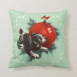 Navidad rojo del ornamento del perrito lindo retro cojín decorativo