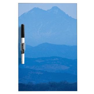Neblina azul Layers.jpg de los picos gemelos de Tableros Blancos