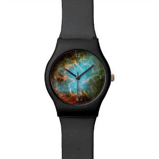 Nebulosa de cangrejo del monograma en imagen del reloj de mano