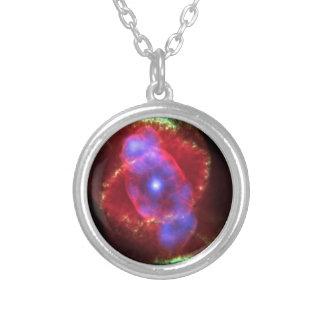 Nebulosa del ojo de gato de NASAs Collar Plateado