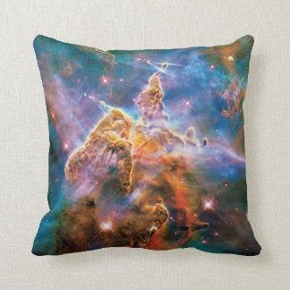 Nebulosa mística de Carina de la montaña Cojín Decorativo