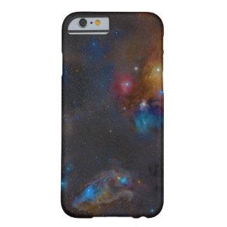 Nebulosa oscura compleja de la nube de Ophiuchi de Funda De iPhone 6 Barely There