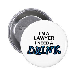 Necesite una bebida - abogado chapa redonda 5 cm