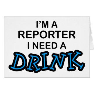 Necesite una bebida - reportero tarjeta de felicitación