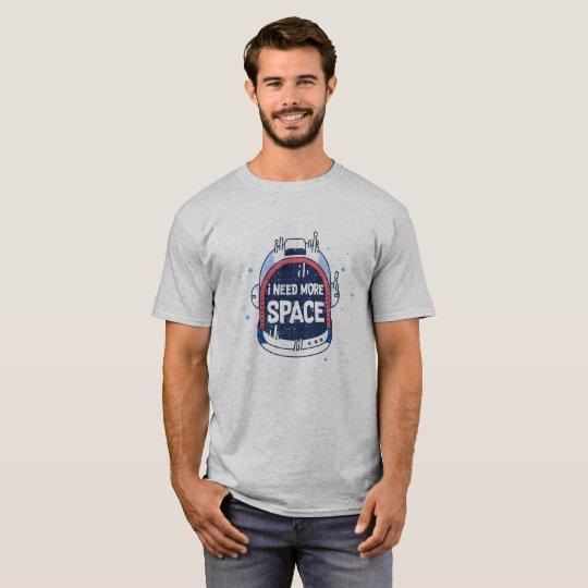 Necesito más casco aeroespacial de Rocket del Camiseta