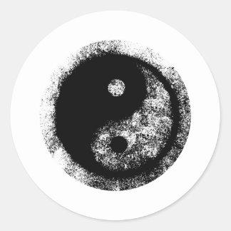 Negro blanco de Yin Yang los regalos de Zazzle del Pegatina Redonda