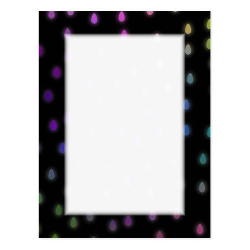 Negro con gotas de lluvia del color del arco iris tarjeta postal
