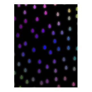 Negro con gotas de lluvia del color del arco iris postal