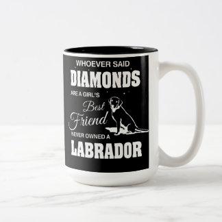 Negro de Labrador de los diamantes taza del