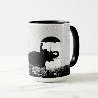 Negro del arte de la lluvia del elefante taza