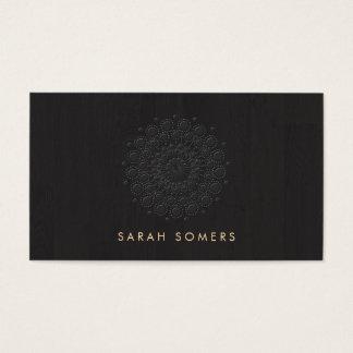 Negro grabado en relieve simple y elegante de la tarjeta de visita