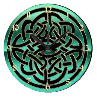 Negro verde del trullo y reloj de pared céltico