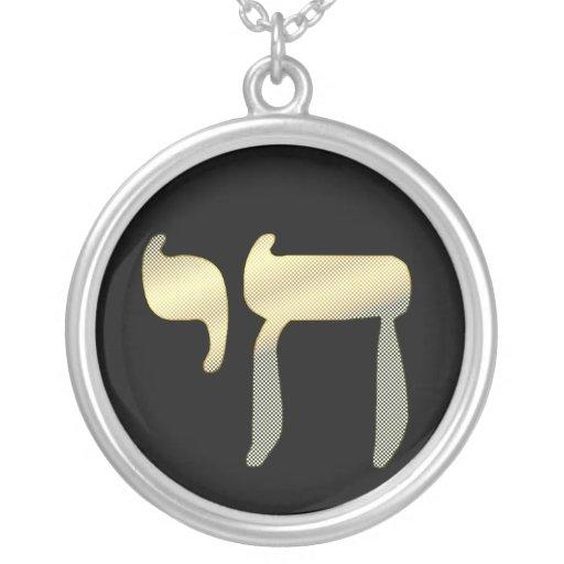 Negro y collar del símbolo de Chai del oro