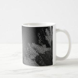 Negro y gris del Poinsettia del navidad Taza Básica Blanca