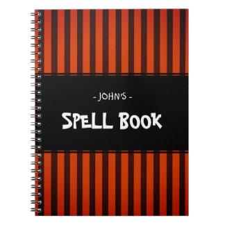Negro y naranja de Halloween rayados Cuaderno