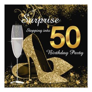 Negro y oro que caminan en fiesta de cumpleaños 50 invitación
