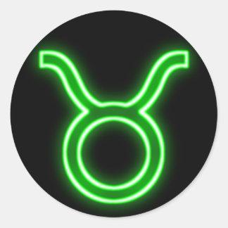 Neón verde claro - tauro la muestra de la estrella pegatina redonda