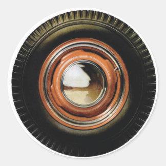 Neumático viejo grande del coche auto retro del etiquetas redondas