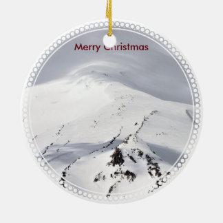 Nieve de Blow'n en la colina del navidad Adorno De Cerámica