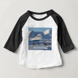 nieve del navidad en invierno camiseta de bebé