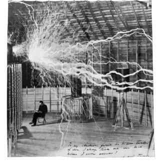Nikola Tesla en su cortina de ducha del