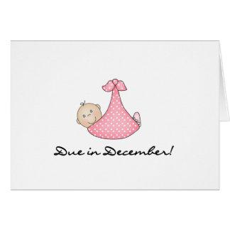 Niña debida en diciembre tarjeta de felicitación