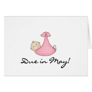 Niña debida en mayo tarjeta de felicitación