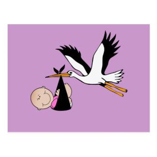 Niña y cigüeña recién nacidas tarjeta postal