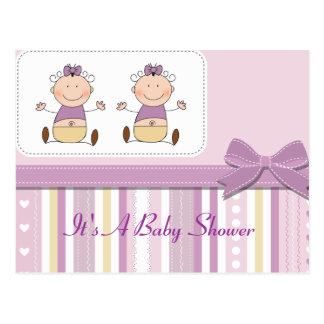 Niñas y fiesta de bienvenida al bebé gemelas de la tarjeta postal