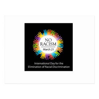 Ningún gráfico del racismo con las manos coloridas postal