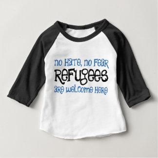 Ningún odio, ningún bebé del miedo/camiseta del camiseta de bebé