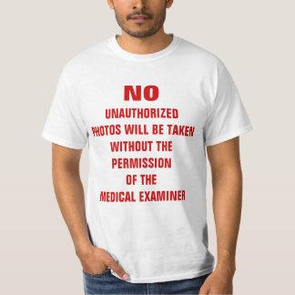 Ninguna muestra del sitio de la autopsia de las camiseta
