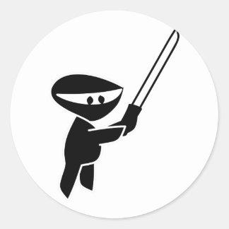 Ninja que maneja una espada de Katana Pegatina Redonda