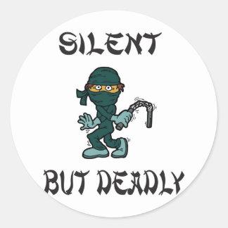 Ninja silencioso pero mortal Fart Etiquetas Redondas