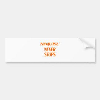 Ninjutsu nunca para etiqueta de parachoque