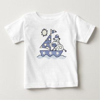 Niño de la vaca de la navegación y camisa del niño