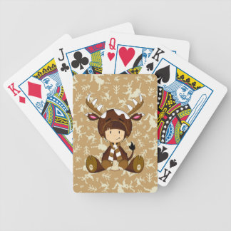 Niño del dibujo animado en traje del reno baraja cartas de poker