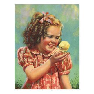 Niño del vintage, sonrisa feliz, chica con el tarjeta postal